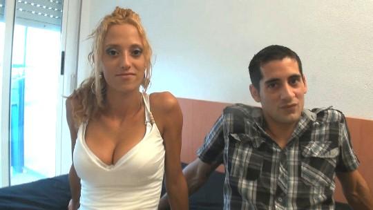 Se folla a su jefa de ventas, acaban siendo pareja y hoy debutan en el porno. Martín y Sandra - foto 1