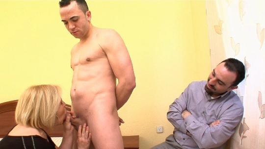 Cariño, te regalo a un actor porno. Juan y Cristina (marido y mujer reales) cumplen su mayor fantasía - foto 1