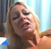 Tamarah Dix prueba nuestras pollazas de goma y tiene un orgasmo anal - foto 2