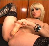 Descubre como se pajean las goticas adictas al sexo con Nora Barcelona - foto 4