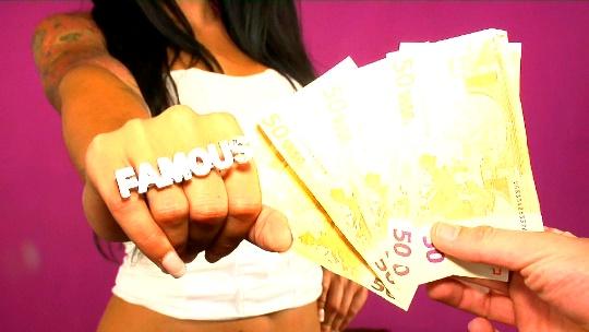 Pone hasta cachondo al comercial de telefonía, Claudia Sanchez lo borda en -la llamada- - foto 1