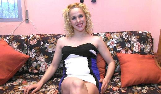 Nueva, rubia, guarra y bisexual: 23 añitos, Samira es una niña MUY viciosa - foto 1