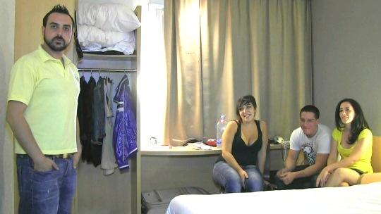 Regalos navideños: Jose le regala a Ana una pareja para que se la follen mientras él la goza en modo voyeur. - foto 1