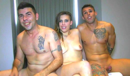 Pilladas mañaneras: follate a mi mujer amigo desconocido. Camil y Marc conocen de fiesta a un jovencito y... - foto 1