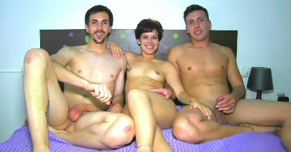 Universitarios de Santiago hacen un trío con la novia de uno de ellos, ¡qué pasada!. - foto 2