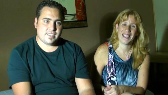 Jorge y Estrella son gente normal con un trabajo honrado y tres hijos... pero los fines de semana.