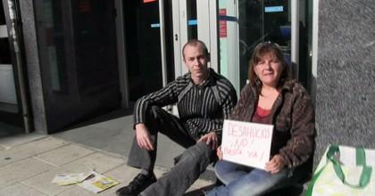 Desahuciada por el banco, divorciada sin prestaciones, 45 años. Recurre al porno para poder comer caliente (historias de la crisis) - foto 2