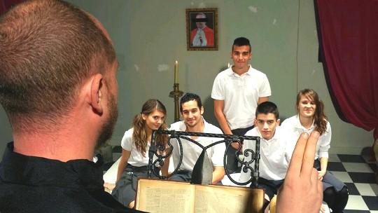 Religión en la escuela de FAKings: cursos prematrimoniales, intercambio de parejas, dar y recibir hermanos. - foto 1